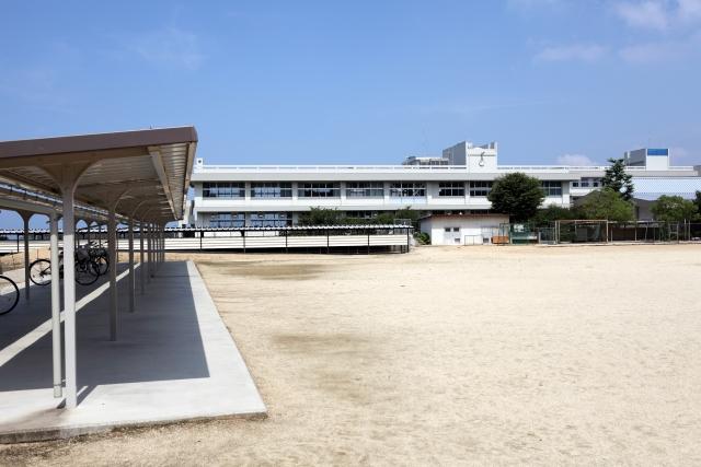 晴れた日の学校のグランド