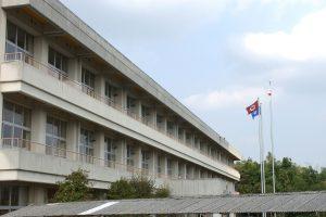 左斜めから見た校舎