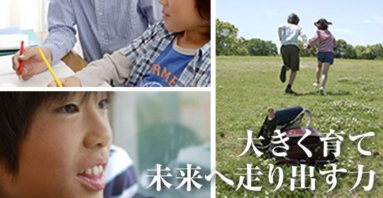 青いストライプシャツの男性と青いチェックシャツを着た男の子