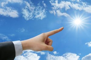 太陽を指す